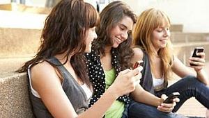 Gençler cep telefonunu ´arkadaş´ olarak görüyor