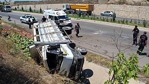 Karpuz yüklü kamyonet devrildi: 3 yaralı