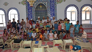 Kur'an kursu öğrencileri 15 Temmuz şehitlerini andı