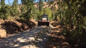 Alaşehir kırsalındaki bozuk yollar yapılıyor