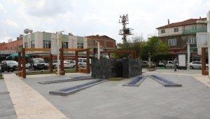 Gördesli Makbule'nin eskiyen heykeli yerine yenisi yapılıyor