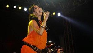 Kula'da Hande Yener rüzgarı