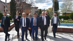 AK Parti'li Mersinli Saruhanlı'da kapı kapı dolaştı