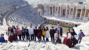 Saruhanlı Belediyesi, Öğrencileri Pamukkale'ye Götürdü