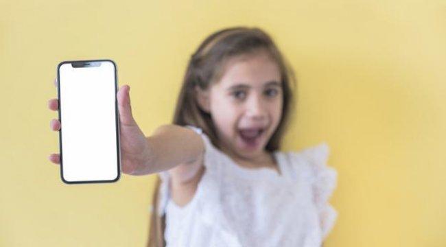 Çocuklara 14 yaşından önce telefon alınmamalı