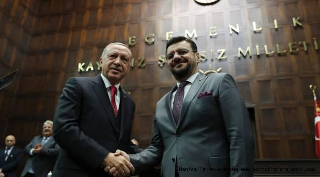 Başkan Erdoğan Tamer Akkal'a rozetini taktı