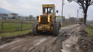 Şehzadeler'de taşkınlardan zarar gören yollarda düzenleme çalışması başlatıldı