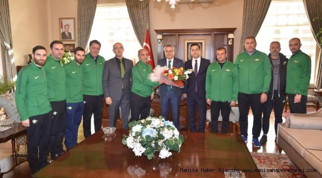 Vali Deniz, Akhisarspor Futbol Alt Yapı Antrenörlerini Ağırladı