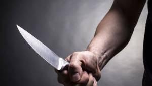 Eski nişanlısının evinde 3 kişiyi bıçakladı