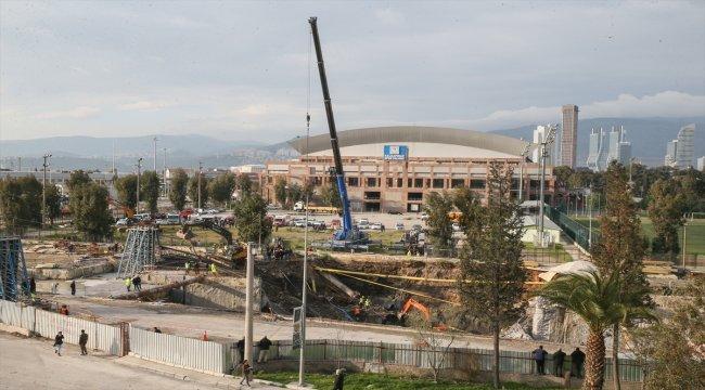 İzmir'de metro vagonu yer altı park alanı inşaatında göçük