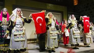 Halk oyunları kursiyerlerinden muhteşem gösteri