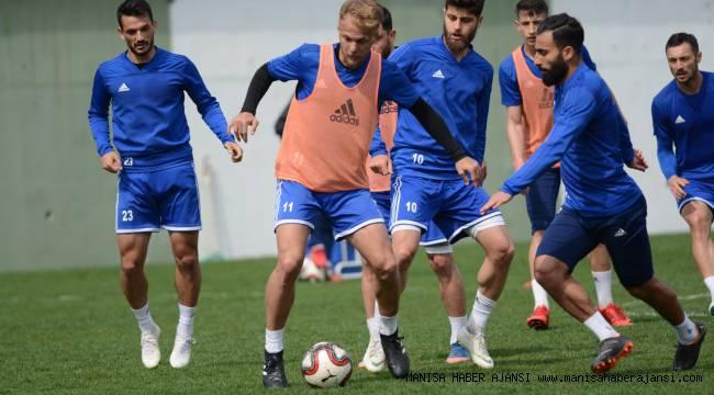 Manisa Büyükşehir Belediyespor'da Futbolcular Hırs Küpü