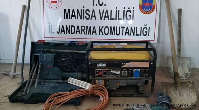 Manisa'da SİT alanında kaçak kazı yapan 4 kişi yakalandı