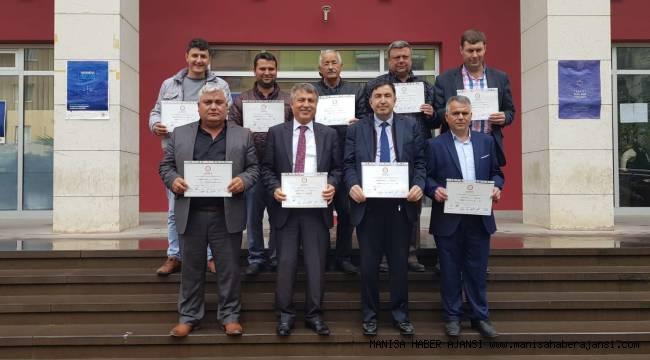 Ahmetli Belediye Başkanı seçilen Ahmet Alhan ve meclis üyeleri mazbatalarını aldı