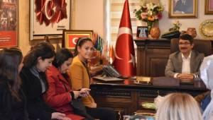 Ak Kadınlardan Başkan Çelik'e Tebrik Ziyareti