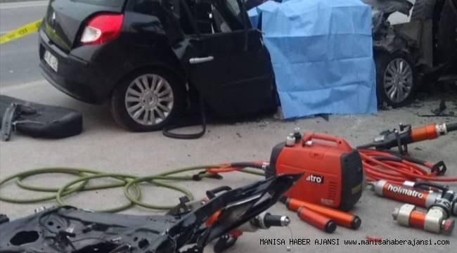 Askerlerin bulunduğu otomobil kamyona çarptı: 2 ölü, 2 yaralı