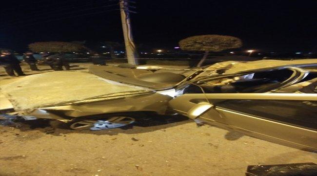 Denizli'de otomobil devrildi: 2 ölü, 1 yaralı