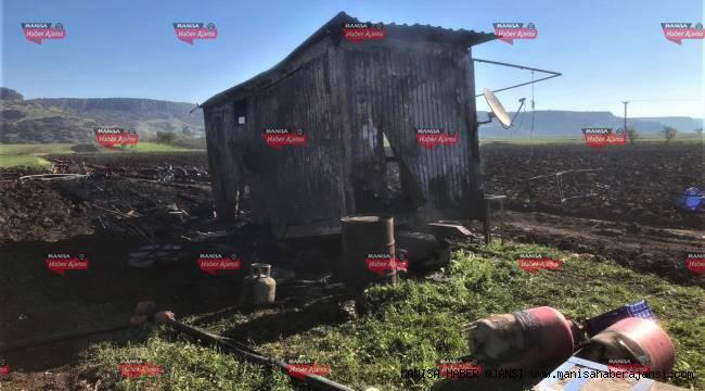 Kula'da çiftçinin sulama ekipmanı ve kulübesi yandı