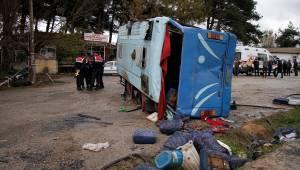 Manisa'da tarım işçilerini taşıyan midibüs devrildi: 1 ölü, 12 yaralı