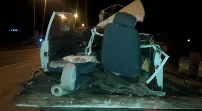 Manisa'da otomobil ikiye bölündü: 3 yaralı