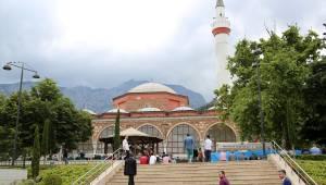 Manisa'da ramazanın ilk cuma namazında camiler doldu