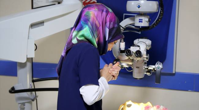 MCBÜ hastanesine 1 milyon liralık ameliyat mikroskobu bağışı