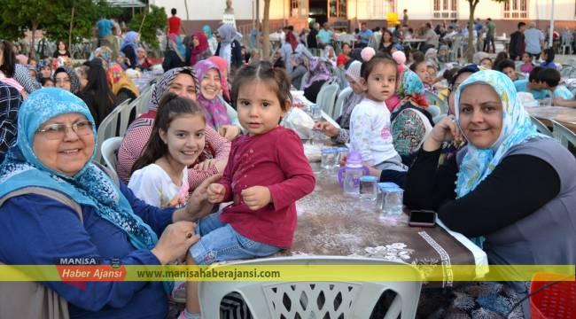 Turgutlu'da gençlik derneğinden iftar
