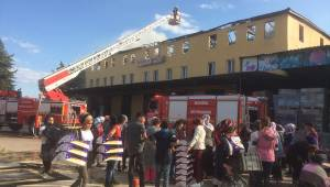 Alaşehi'dE fabrikanın çatısında yangın
