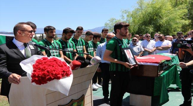 Denizlispor'un eski başkanlarından Ali İpek, toprağa verildi