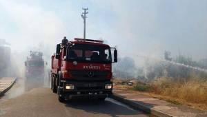 Manisa'da odun deposu yandı