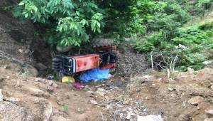 Manisa'da traktör devrildi: 1 ölü, 1 yaralı