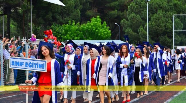 MCBÜ'de mezuniyet töreni