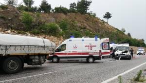 Muğla'da minibüs ile tır çarpıştı: 14 yaralı