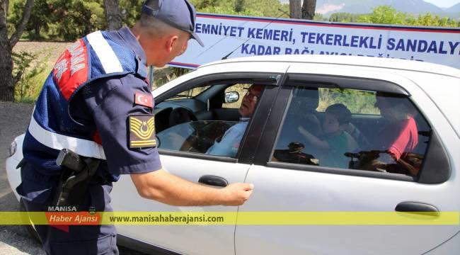 Jandarmadan yorulan sürücülere çay ikramı