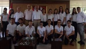 Manisa'da YKS'de başarılı olan öğrenciler ödüllendirildi
