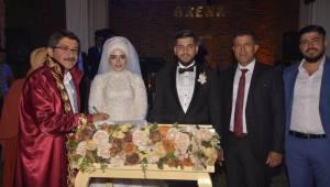 Şık Bir Düğün Töreni İle Mutluluğa Adım AttılaR