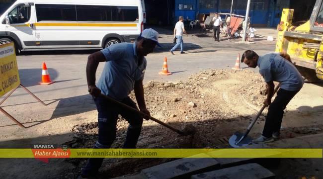 Yunusemre Küçük Sanayi Sitesi Yollarını Düzenliyor