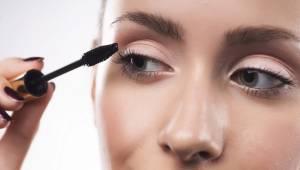 Makyaj Yaparken Göz Sağlığını Korumanın Yolları