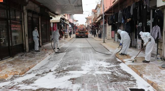 Kula'da Meydan ve Caddeler Dezenfektan İle Yıkanıyor
