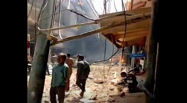 Pakistan'da yolcu uçağı yerleşim bölgesine düştü
