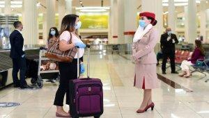 Emirates yolcularının covid-19 masraflarını karşılıyor