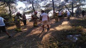 İBB, Heybeliada'daki yangına çok sayıda araç ve helikopterle müdahale etti
