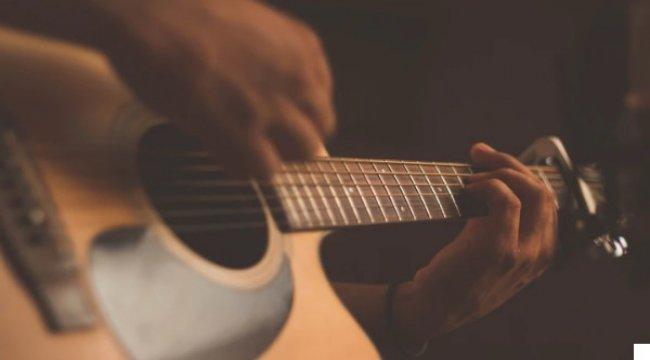 Pandemi döneminde müzisyenlere gelir sağlayan girişim