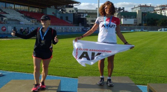 Zeynep Yıldız masterlar şampiyonası'nda Türkiye rekoru kırdı