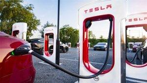 """Tesla, """"süper şarj kolonları"""" için Çin'de yeni bir fabrika kuruyor"""