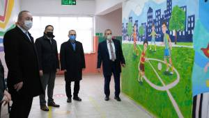 Şehzadeler İlkokulu'nda sanat sokağı oluşturuldu Fırça senden boya bizden