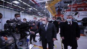 Bakan Varank, Ford Otosan'ın tesislerini inceledi