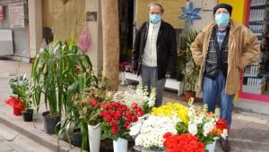 Korsan çiçekçiler sektöre darbe vuruyor
