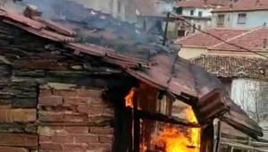Manisa'da 101 yaşındaki kadın yangında öldü Manisa'nın Salihli ilçesinde bir evde çıkan yangında yaşlı kadın kurtulamadı