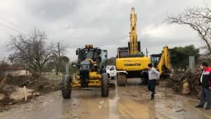 Manisa'da kuvvetli yağış hayatı felç etti